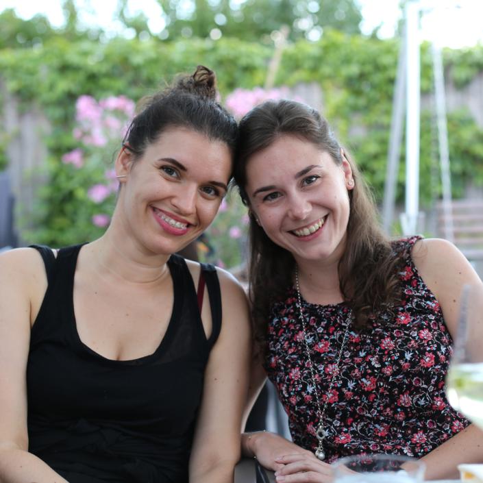 """Marianna und Rina im Restaurant """"Die blaue Gans"""" bei der Klausur in Weiden im Jahr 2017."""