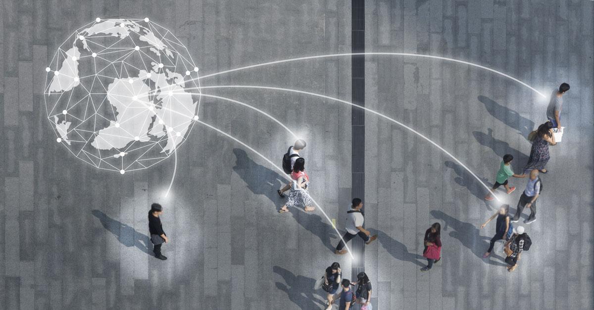 Auf dem Bild sieht man eine geometrische Darstellung einer Weltkugel und Personen, die über einen Platz spazieren. Die Personen sind über weiße Linien mit der Weltkugel verbunden.