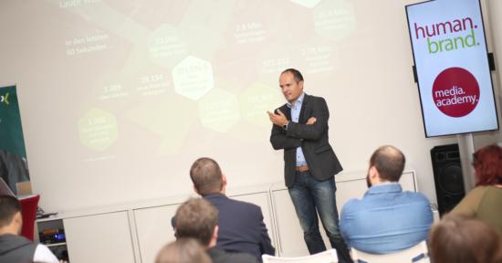 XING Events Director Timm Schröder hält in der HUMANBRAND Media Academy einen Vortrag.