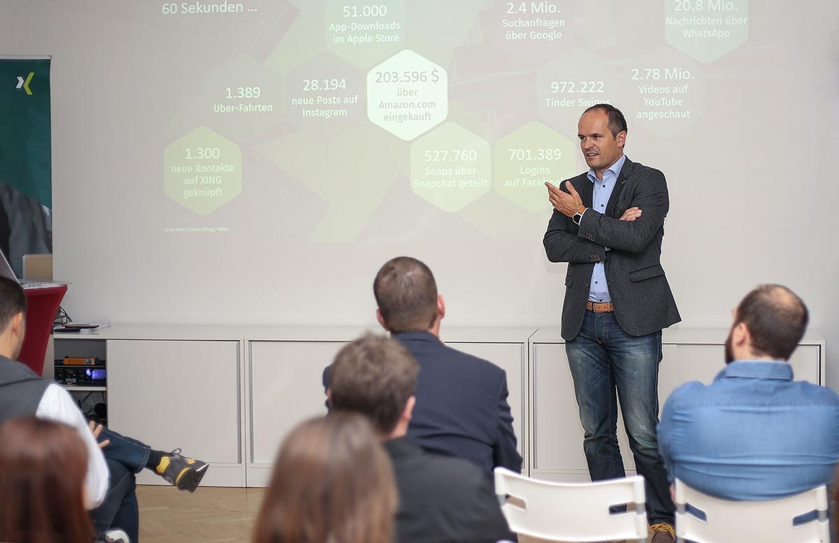 Timm Schröder, Director Sales XING Events, bei seinem Vortrag in der HUMANBRAND Media Academy