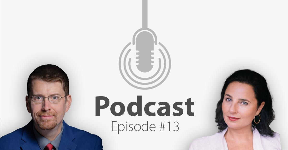 """Das Bild zeigt links das Porträtbild eines Mannes, rechts das Porträtbild einer Frau, in der Mitte ist ein Mikrofon-Icon platziert und der Schriftzug """"Podcast Episode 13"""", in welcher es um Hass-Kommentare im Internet geht."""