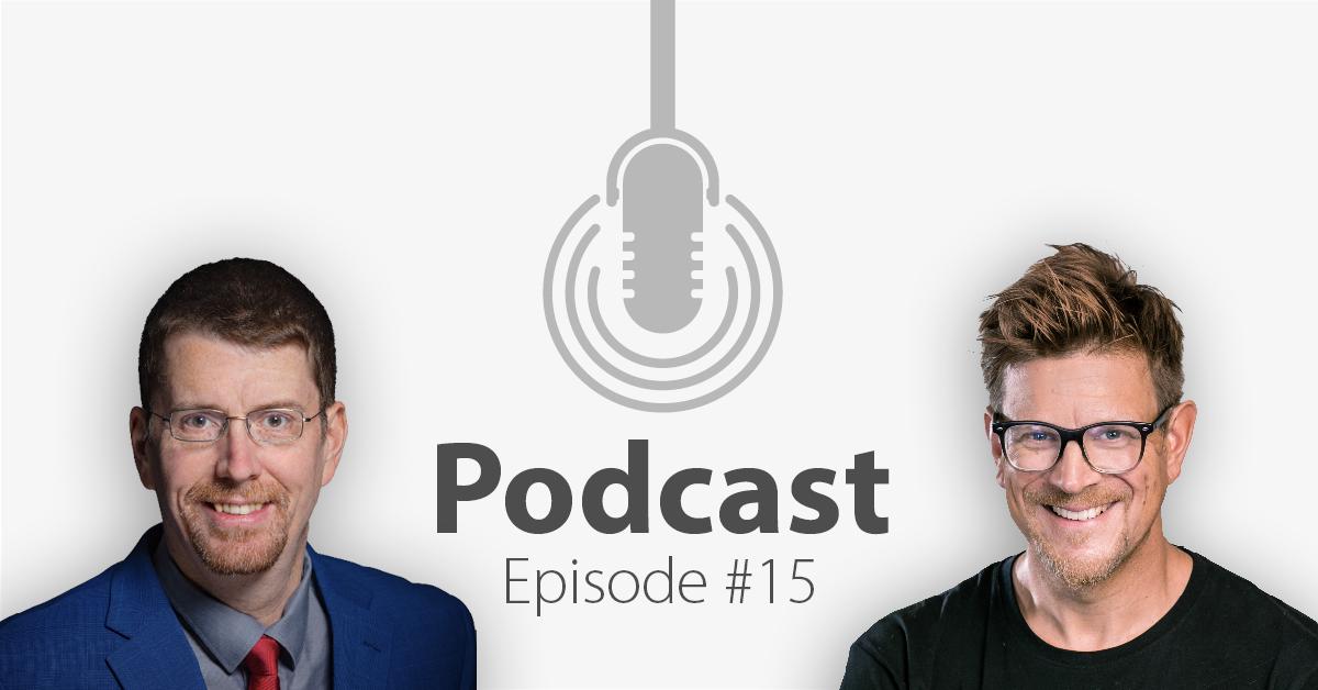 """Das Bild zeigt links das Porträtbild eines Mannes, rechts das Porträtbild eines weiteren Mannes, in der Mitte ist ein Mikrofon-Icon platziert und der Schriftzug """"Podcast Episode 15"""", in welcher es um Social Sellinggeht."""