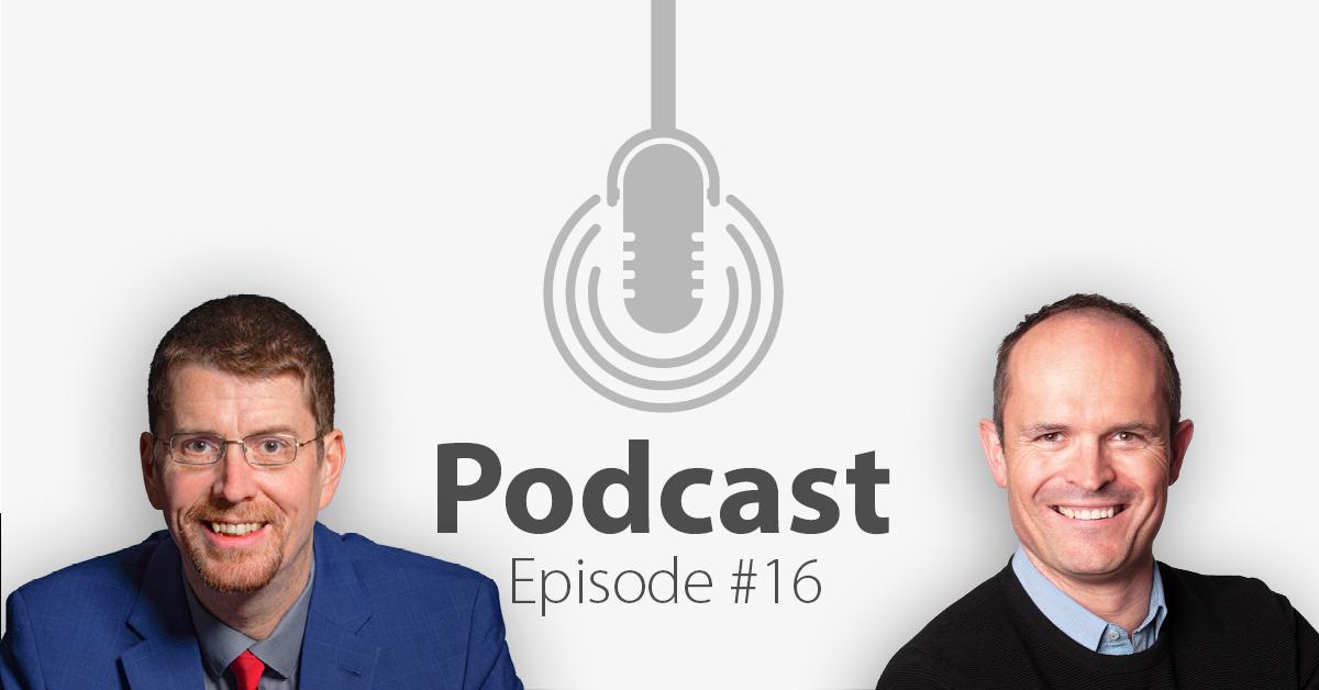 """Das Bild zeigt links das Porträtbild eines Mannes, rechts das Porträtbild eines weiteren Mannes, in der Mitte ist ein Mikrofon-Icon platziert und der Schriftzug """"Podcast Episode 16"""", in welcher es um die Monetarisierung von Online-Events geht."""